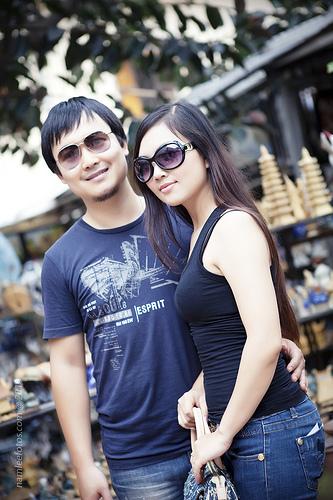 hình chân dung Anna-Xuân Thịnh chụp tại Bát Tràng